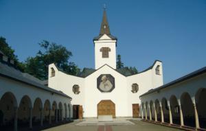 Do muzeí, kostelů, zámků a hradů