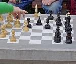 Zahrajte si šachy pod širým nebem