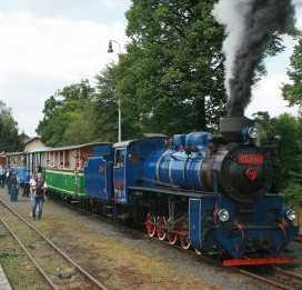 Strašidelným parním vlakem do strašidelného zámku